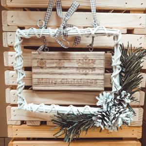 Decoratiune de craciun realizata din rachita - Merry Christmas0