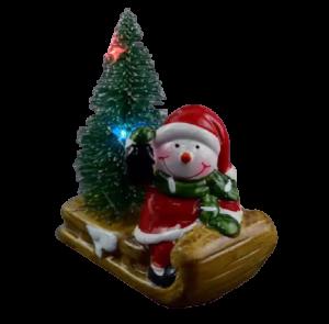 Decoratiune realizata din ceramica pentru Craciun cu lumini led – Om de zapada cu brad pe saniuta1