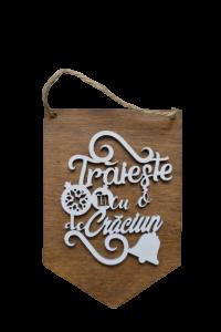 Decoratiune de agatat pentru Craciun realizata din lemn – Design inscriptionat