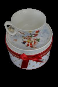 Ceasca cu farfurie de craciun din ceramica in cutie cadou – Design fetita cu Mos Craciun3