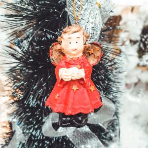 Figurina decorativa cu agatator in cutie - Model 6