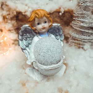 Figurina decorativa realizata din ceramica – Inger – Argintiu – Cu LED0