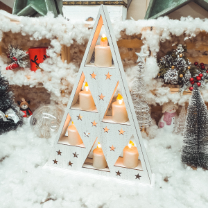 Ornament de craciun – Suport in forma triunghiulara cu 6 lumanari led albe [0]