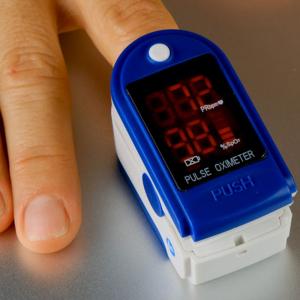Dispozitiv de Masurat Saturatie Oxigen si Puls pentru Deget - Pulsoximetru / Oximetru