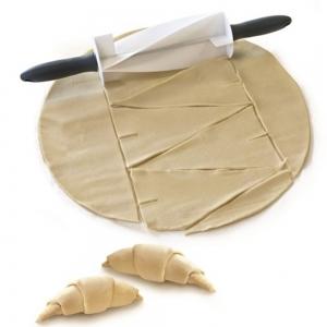 Rola pentru taiat aluat croissant1