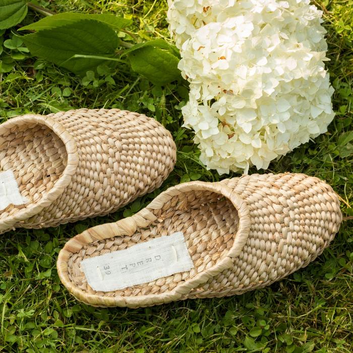 Papuci realizați manual din papură 2