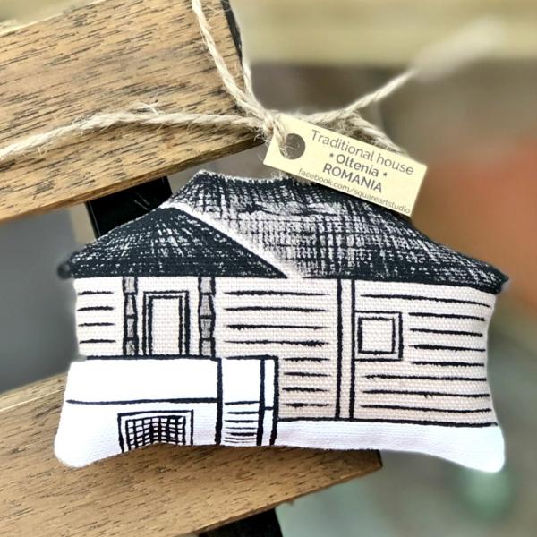 Căsuță pictată manual din Oltenia 0