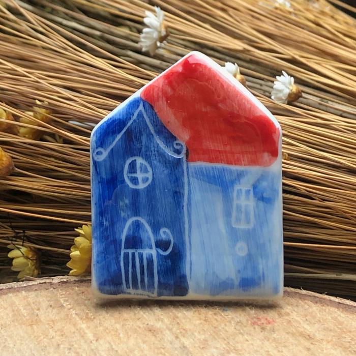 Broșă din porțelan pictată manual Little Houses model 1 0