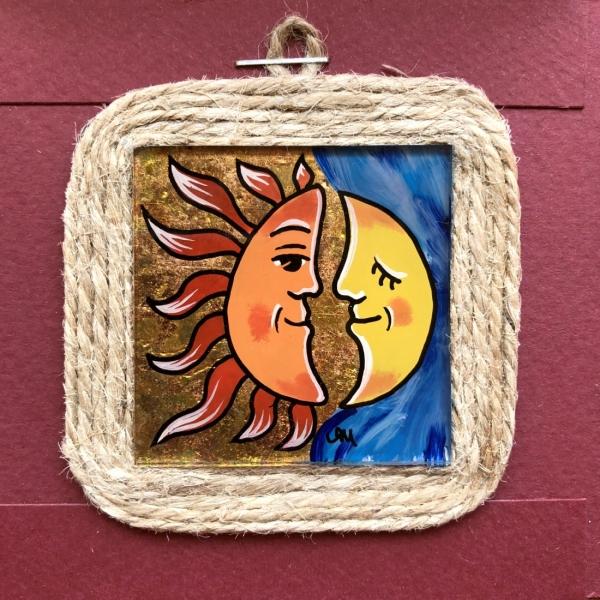 Miniatură pictată pe sticlă motiv Soarele și Luna 0