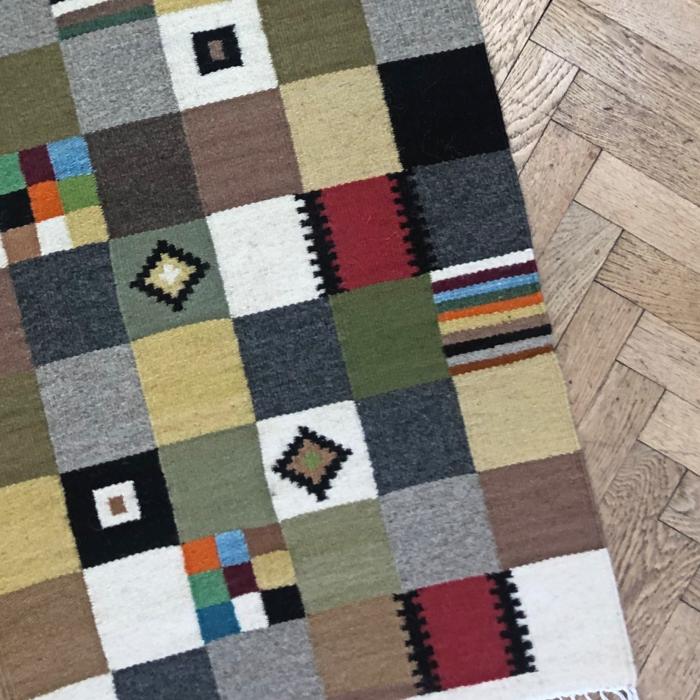 Covor 1.50x0.65 m motiv pătrate abstracte 0