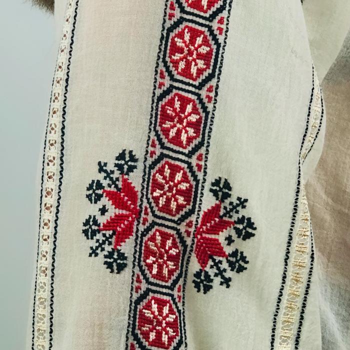 Ie mânecă lungă beige motiv Roata roșu - negru [4]