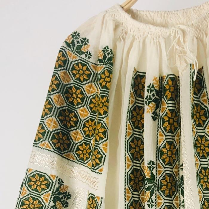Romanian Blouse long sleeve motif The Wheel ocher-green 1