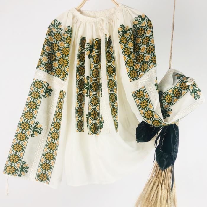 Romanian Blouse long sleeve motif The Wheel ocher-green 0