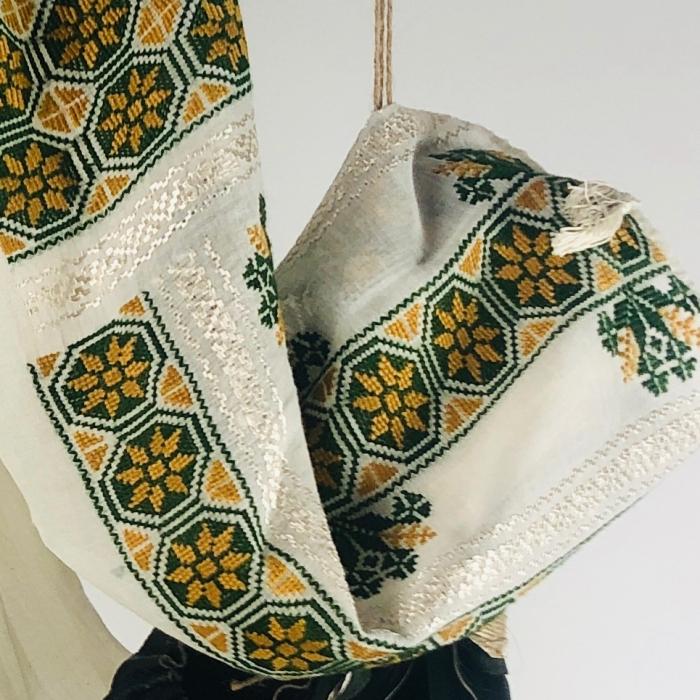 Romanian Blouse long sleeve motif The Wheel ocher-green 2