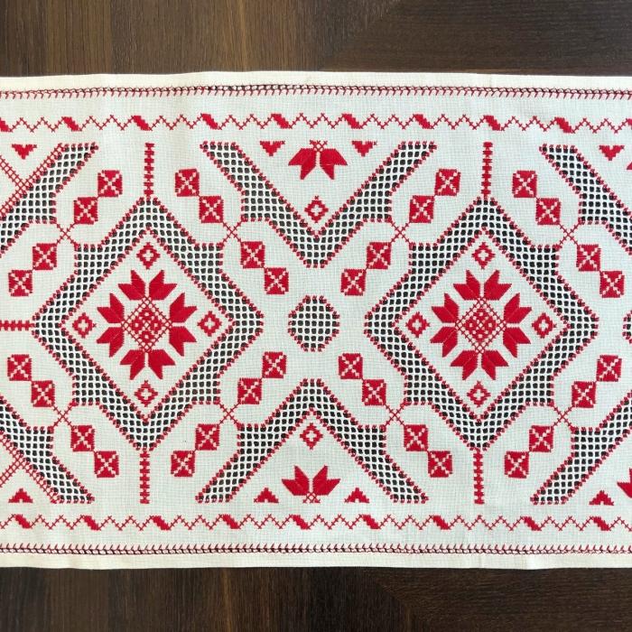 Șervet de masă - 0.5x1.5 m broderie roșie 1