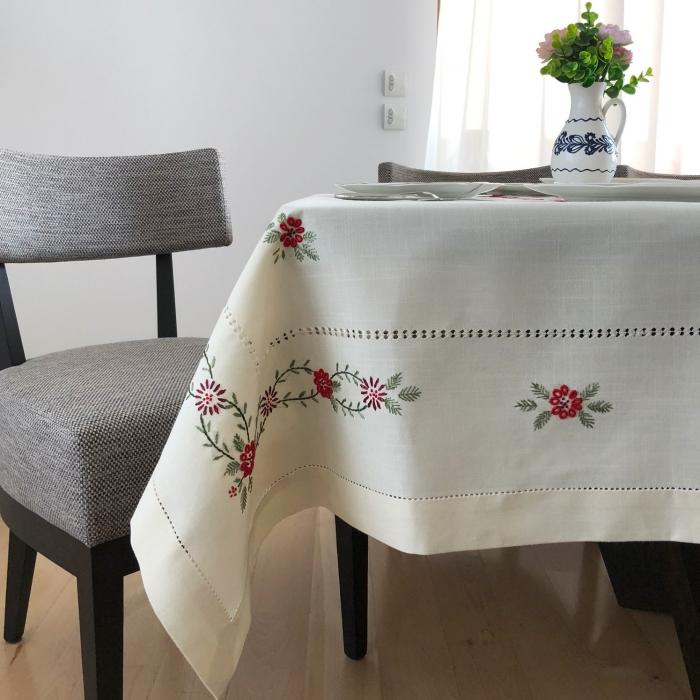 Față de masă - 1.7x1.3 m flori roșii albă 3