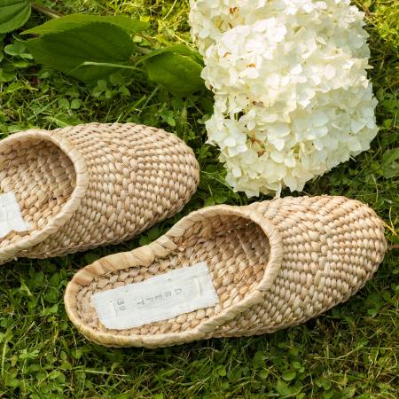 Papuci realizați manual din papură2