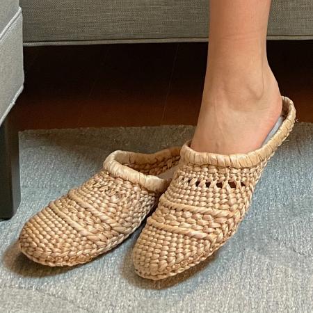 Papuci realizați manual din papură0