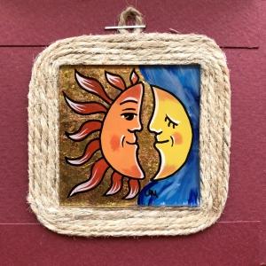 Miniatură pictată pe sticlă motiv Soarele și Luna0