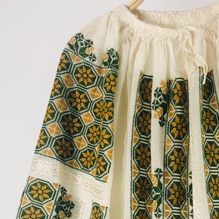 Romanian Blouse long sleeve motif The Wheel ocher-green1