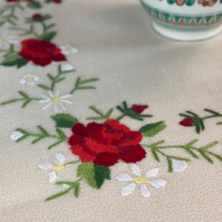 Față de masă rotundă - 1.7 m flori roșii mari2