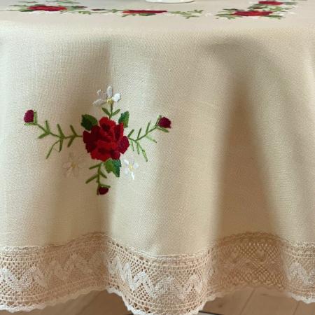 Față de masă rotundă - 1.7 m flori roșii mari3