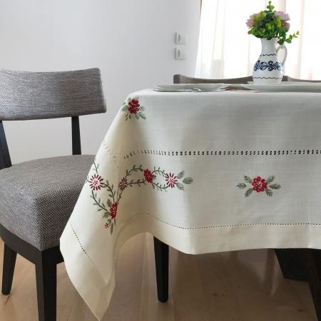 Față de masă - 1.7x1.3 m flori roșii albă3