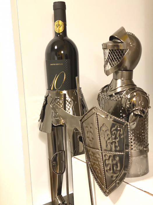 Suport din Metal lucios pentru Sticla de Vin, model Cavaler in Armura, Capacitate 1 Sticla, Crom Lucios, H 61 cm [3]