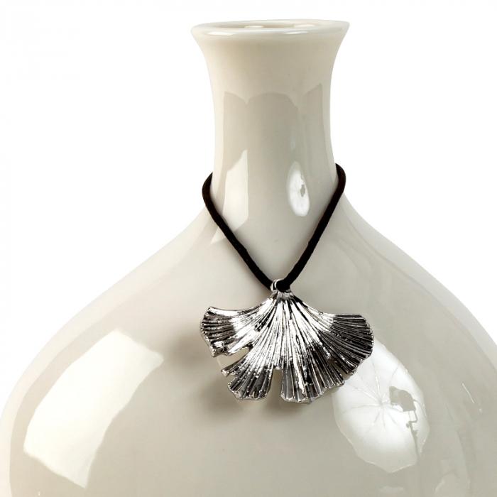 Vaza Portelan, cu decor frunza metal, Alba,19,5x13 cm 2