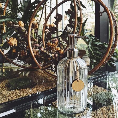 Recipient pentru sapun din sticla transparenta model dungi, inaltime 18 cm diametru 7,5 cm6