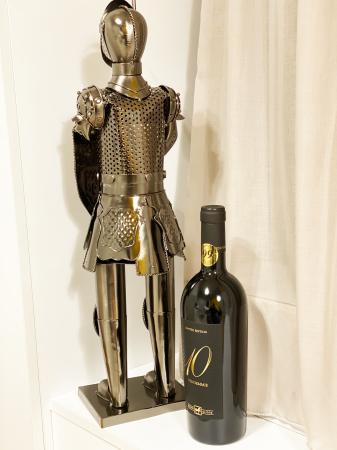 Suport din Metal lucios pentru Sticla de Vin, model Cavaler in Armura, Capacitate 1 Sticla, Crom Lucios, H 61 cm [2]