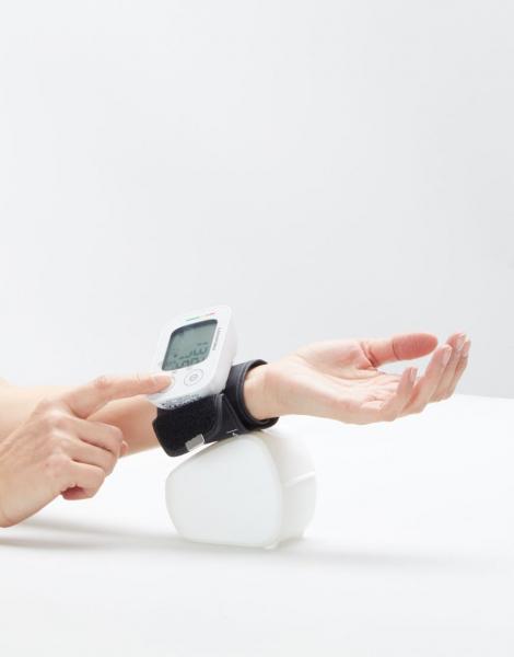 Tensiometru de incheietura Lanaform masuratori precise, total automatizat, ecran LCD, functie de monitorizare a tensiunii arteriale si a ritmului cardiac, memorie masuratori, portabil 6