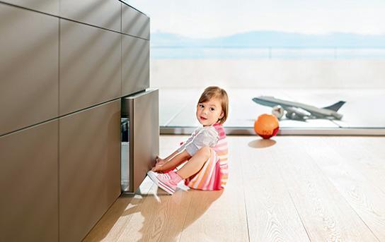 Tehnologie uși și sertare Tip-On Blumotion 0