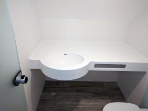 Chiuvetă pentru baie din Corian1