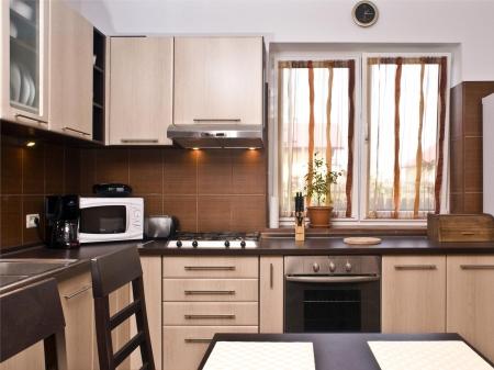Mobilă Bucătărie la Comandă Norvinia în L, Producător Brașov [1]