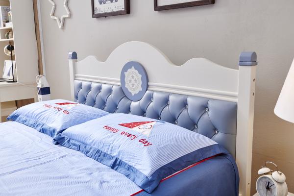 Set mobilier Bingo din MDF si lemn masiv pentru camera copii 4 piese: pat 120 x 190cm, noptiera, dulap 3 usi, birou -cod 8921 3