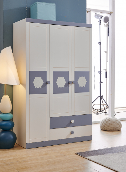 Set mobilier Robin din MDF si lemn masiv pentru camera copii 4 piese: pat 120 x 190cm, noptiera, dulap 3 usi, birou -cod 8918 9