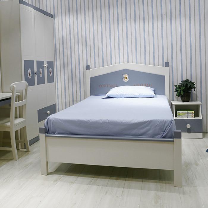Set mobilier Football din MDF si lemn masiv pentru camera copii 4 piese: pat 120 x 190cm, noptiera, dulap 3 usi, birou -cod 8911 [15]