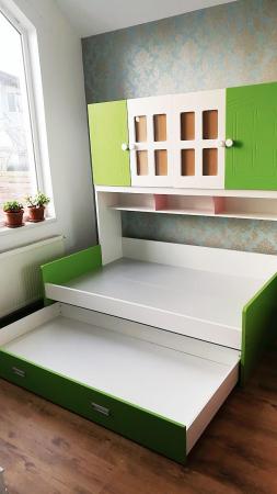 Pat din  MDF cu dulap 4 uși și etajeră pentru cameră copii [4]