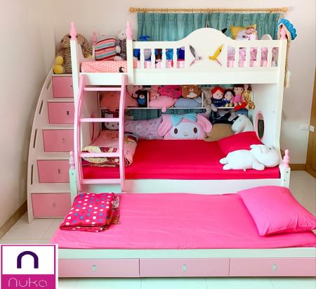 Pat supraetajat Buny Pink din lemn masiv stejar si MDF, cu 3 sertare pentru depozitare,  scară si dulap depozitare 5 sertare pentru dormitor copii cod 910P8