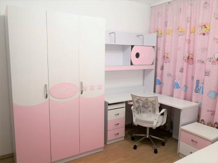 Set mobilier  Mimi din MDF 4 piese: pat 120/200cm cu 2 sertare, noptieră, dulap 3 usi și birou colț pentru camera fete5