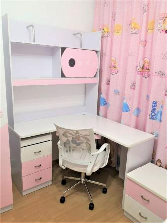 Set mobilier  Mimi din MDF 4 piese: pat 120/200cm cu 2 sertare, noptieră, dulap 3 usi și birou colț pentru camera fete4