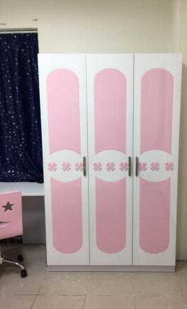 Set mobilier Sirena din MDF pentru camera copii 4 piese: pat tapițat cu 2 sertare depozitare, noptieră, dulap 3 usi, birou - cod 8735