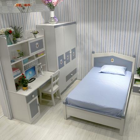 Set mobilier Football din MDF si lemn masiv pentru camera copii 4 piese: pat 120 x 190cm, noptiera, dulap 3 usi, birou -cod 8911 [18]