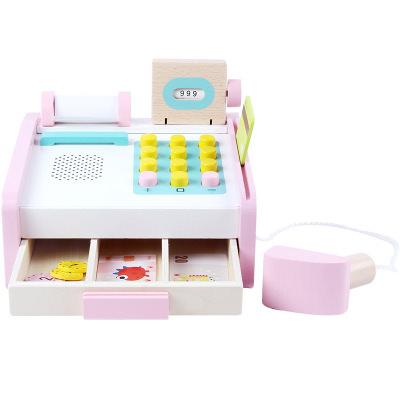 Casa de marcat roz cu buline albe din lemn cu accesorii 1