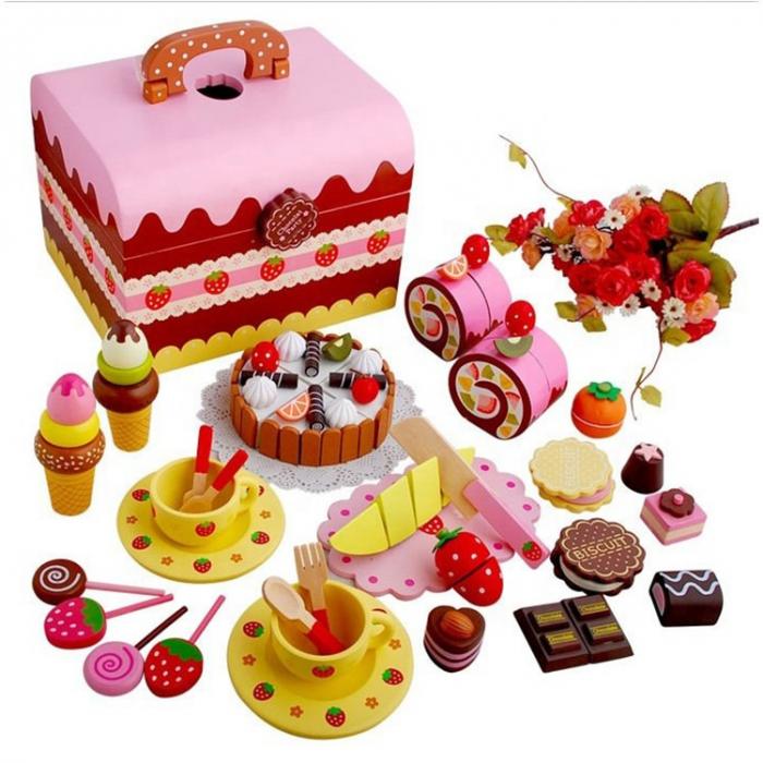 Cutie cu tort aniversar si dulciuri din lemn 0