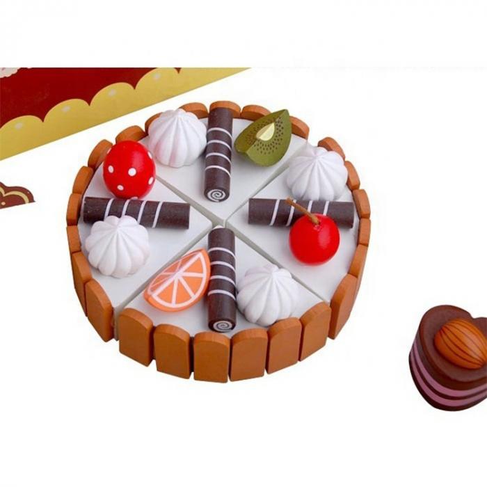 Cutie cu tort aniversar si dulciuri din lemn 3