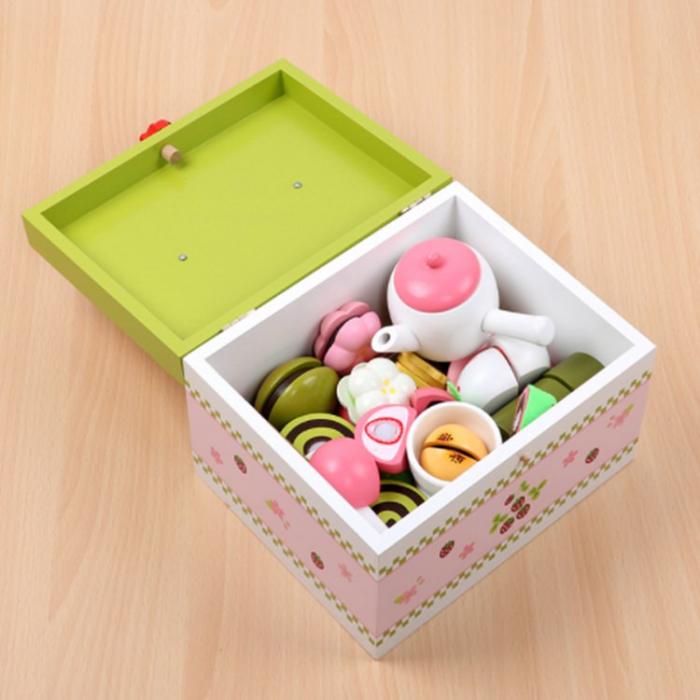 Set de ceai și dulciuri din lemn în cutie verde și roz cu căpșună 2