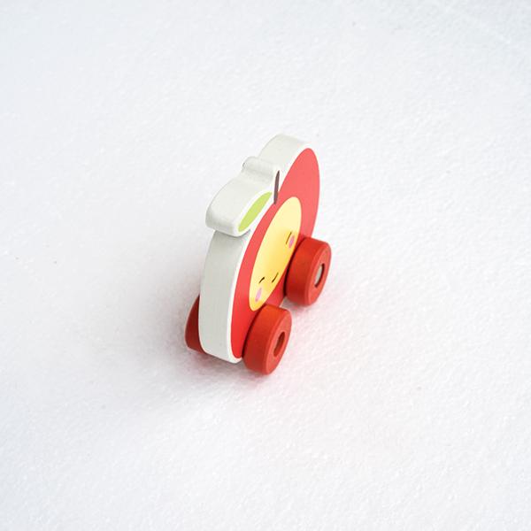 Mini masinuta din lemn tip mar 1