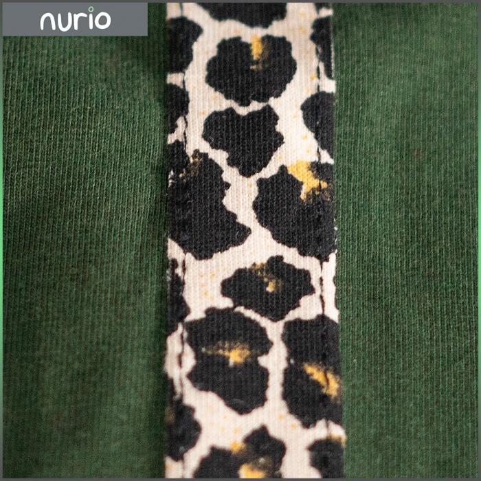Pantalon tip legging culoare verde militar cu dungi contrastante imprimeu animal print 1